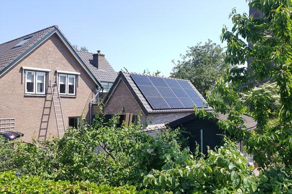 Zonnepanelen op schuur in Batenburg
